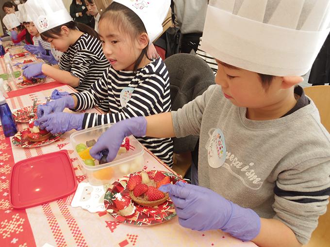 子どもが作るフルーツタルト! 青果専門店がパティシエ体験をプレゼント