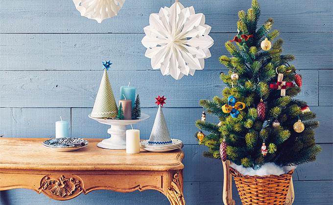 紙袋で作るクリスマス工作「雪の結晶の壁かざり」【型紙ダウンロード付き】