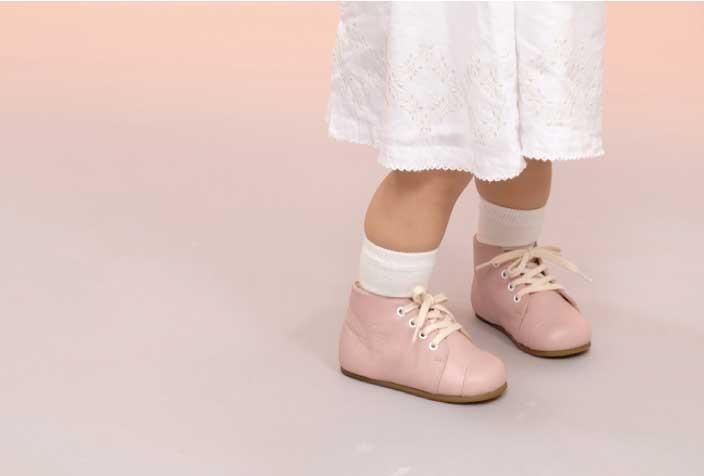 大き目の靴はトラブルの原因に。子どもの靴選び、5つの条件【子どもの「足育」を考える・前編】