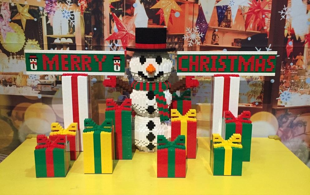 カラフルなレゴ®ブロックでかわいい限定リースが作れる!!  今だけのレゴ®のクリスマスパーティーへ出かけよう