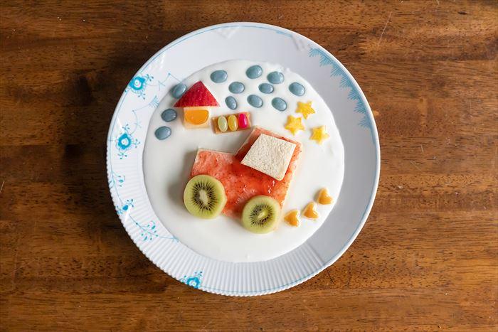 おうち時間を親子で楽しく。みないきぬこさんと作る「ヨーグルトアート」