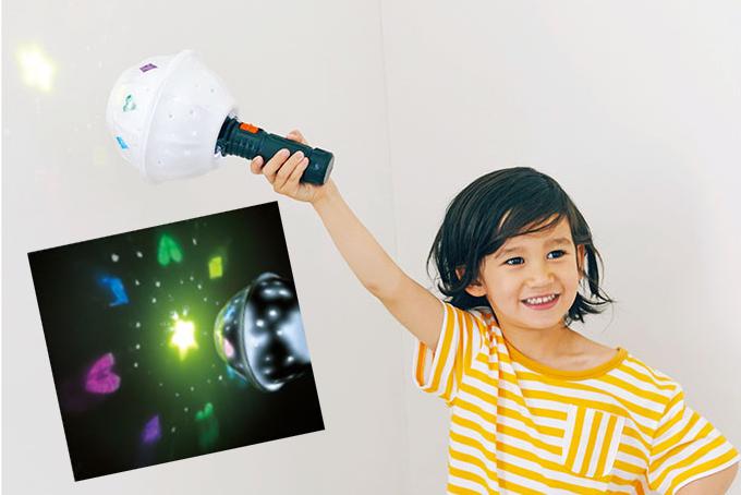 懐中電灯とアルミホイルで作る「ハンディ・プラネタリウム」で大興奮!