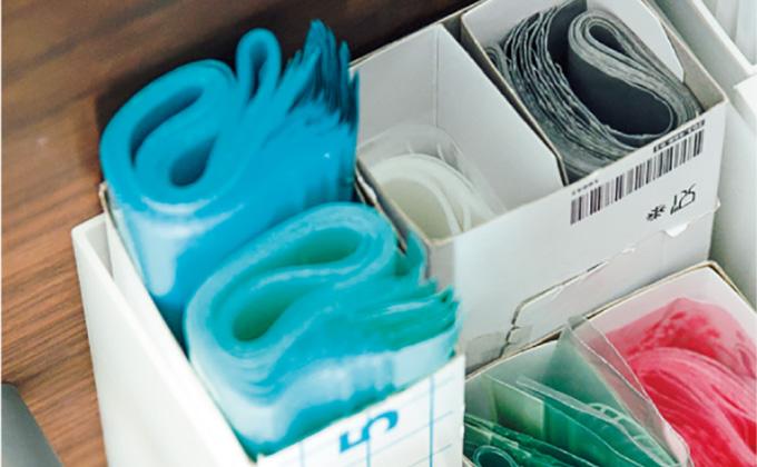 開け閉めするひと手間をショートカット。ジッパー付き袋の収納法【最新号からちょっと見せ】