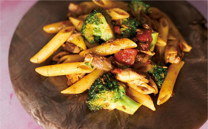 コンビニ食材で完成!「さばカレーパスタ」のレシピ&作り方【最新号からちょっと見せ】